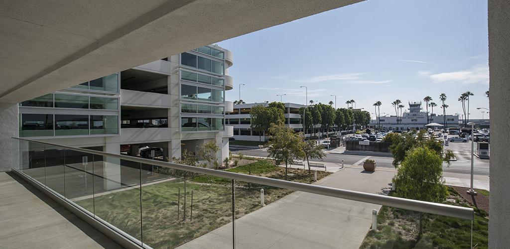 Slideshow image for Long Beach Airport Parking Structure
